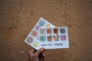 Cece.letras en su taller de acuarela